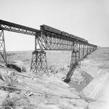 Puente del ferrocarril cerca de Encarnación (por William Henry Jackson, c. 1887)