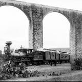 Acueducto de Querétaro y Ferrocarril Central Mexicano (por William Henry Jackson, 1891)
