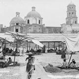 El Mercado con el Convento de la Cruz al fondo (por William Henry Jackson, 1888)