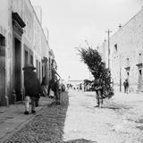 Cargadores en una calle de San Luis Potosí (por William Henry Jackson, c. 1888)
