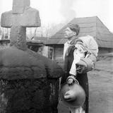 Un poblador despidiéndose de su pueblo ante la erupción del Paricutín (1943)