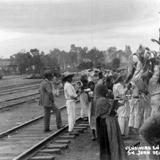 VENDIENDO EN LA ESTACION Hacia 1940
