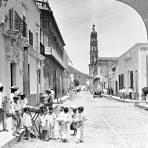 Niños comprando dulces (circa 1925)
