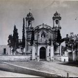 Calle e Iglesia de un Pueblo
