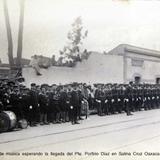 La banda de musica esperando la llegada del Pte. Porfirio Diaz en Salina Cruz Oaxaca circa 1907