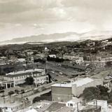 Vista de Nogales, Sonora, y Nogales, Arizona (ca. 1950)