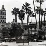 La Plaza, Kiosko, y Jardin