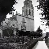 Templo y Jardin de San Agustin entre