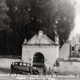 Vista general del atrio y templo donde se encuentra el Arbol del Tule