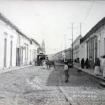 Calle Madero y tiendas de Abarrotes La Zamorana y Pasco .
