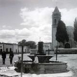 Templo y fuente colonial.
