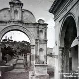 Escalinata y puerta de el Santuario.