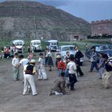 Niños frente a la Pirámide del Sol (circa 1953) - Teotihuacán, México