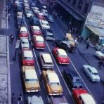 Trafico en una de las calles de la Ciudad de México 1963