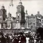 El Zocalo en el desfile deportivo  (1938 ) Ciudad de México.