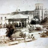 En la Plaza de armas y parroquia ( Circulada el 5 de Julio de 1927 ). - Sayula, Jalisco