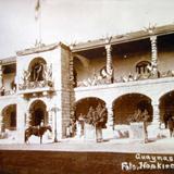Adornos Septembrinos con motivo del Primer centenario de la Independencia de Mexico foto de Hopkins.
