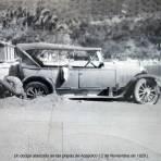 Un dodge atascado en las playas de Acapulco ( 2 de Noviembre de 1929 ). - Acapulco, Guerrero