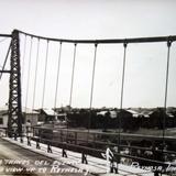 Atravez de el puente.