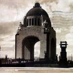 Monumento a la Revolucion ( Circulada el 9 de Julio de 1943 ).