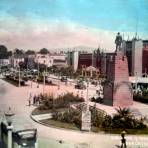 Calzada y Monumento a Juarez  ( Circulada el  29 de Octubre de 1942 ).