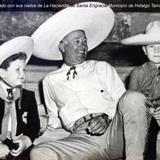 El hacendado con sus nietos de La Hacienda de Santa Engracia.Municipio de Hidalgo Tamaulipas - Hidalgo, Tamaulipas