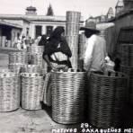 Tipos Mexicanos Vendedores de canastas ( Circulada el 23 de Octubre de 1947 ).