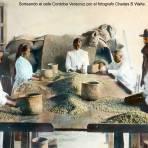 Sorteando el cafe Cordoba Veracruz por el fotografo Charles B Waite..