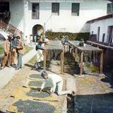 Secando las madejas de algodon Jalapa Veracruz.