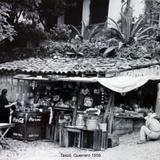 Una tiemda de abarrotes Taxco, Guerrero 1956 .