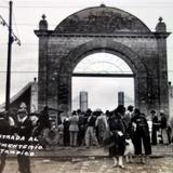 Entrada al cementerio ( Circulada el 20 de Enero de 1930).