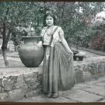 Tipos Mexicanos mujer Mexicana en traje tipico.