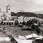 Plaza, iglesia y hotel