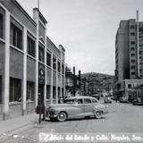 Edificio del Estado y calle.