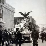 Recuerdo del centenario de la independencia Mexicana carro de mineria por el fotografo E V Garcia ( 1910)