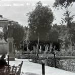 Kiosko y jardin principal.