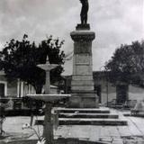 Fuente y monumento al general N Bravo.