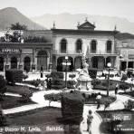Plaza Acuna y banco N Leon.( Circulada el 1 de Marzo de 1930 ).