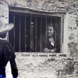 Tipos Mexicanos Noviando con Su Chata por Fotógrafo Jacobo Granat.