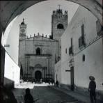 Calle e iglesia en Actopan