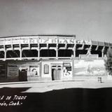 Plaza de toros. ( Circulada el 16 de Abril de 1952 )
