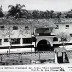 Frente a La entrada principal del Hotel Ruiz-Galindo.( Circulada el 22 de Julio de 1952 )
