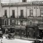 Comercios en Avenida Juárez, frente a la Alameda Central