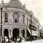 Edificio La Reinera y Calle Morelos