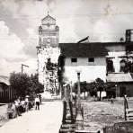 La Plaza e Iglesia.