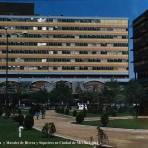 Hospital La Raza  y Murales de Rivera y Siqueiros en Ciudad de México ( 1961 ).