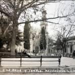 Plaza 5 de Mayo y templo.