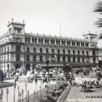 El Palacio Municipal  Cd. de Mexico por el Fotógrafo Hugo Brehme.