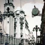 Avenida Francisco I Madero Ciudad de Méxicopor el Fotógrafo Hugo Brehme.