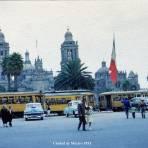 Estacion de tranvias en El Zocalo Ciudad de México 1953